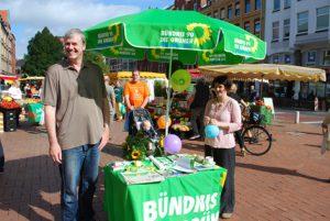 ドイツの選挙戦風景。緑のパラソルは、「緑の党」のシンボルです。